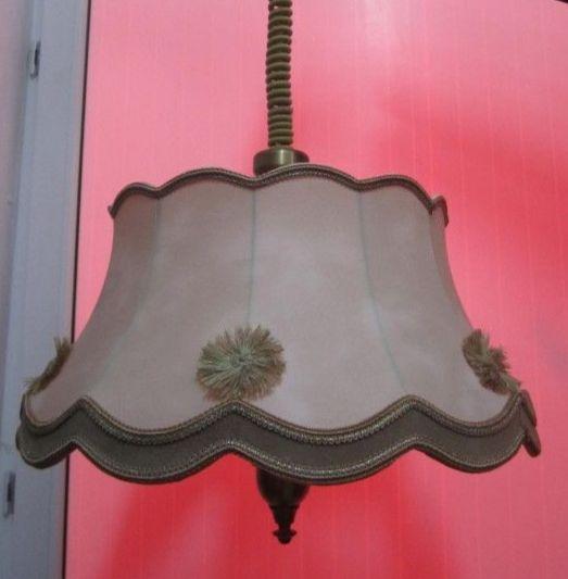 Лампа подвесная с абажуром